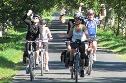 personas-montando-bicicletas-eléctricas